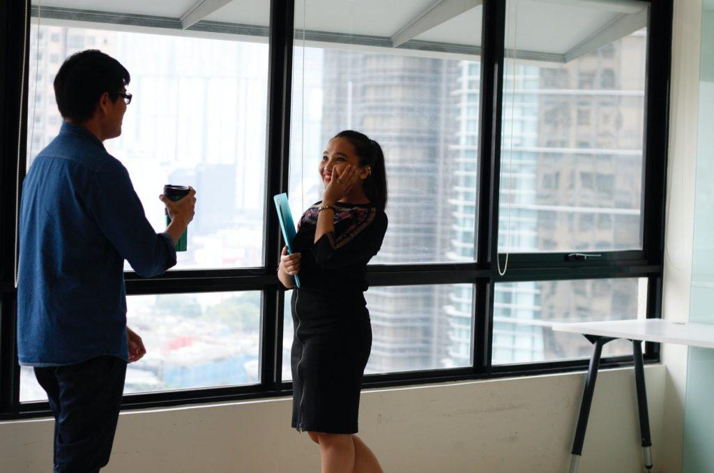 女性 冷たい態度 職場