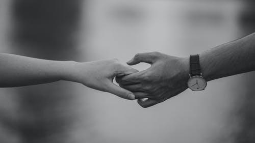 別れ際 握手 女性 心理