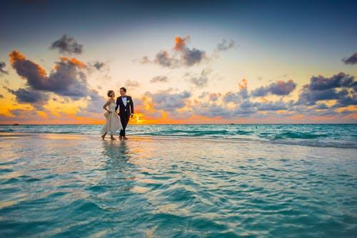 結婚 と 恋愛 は 別